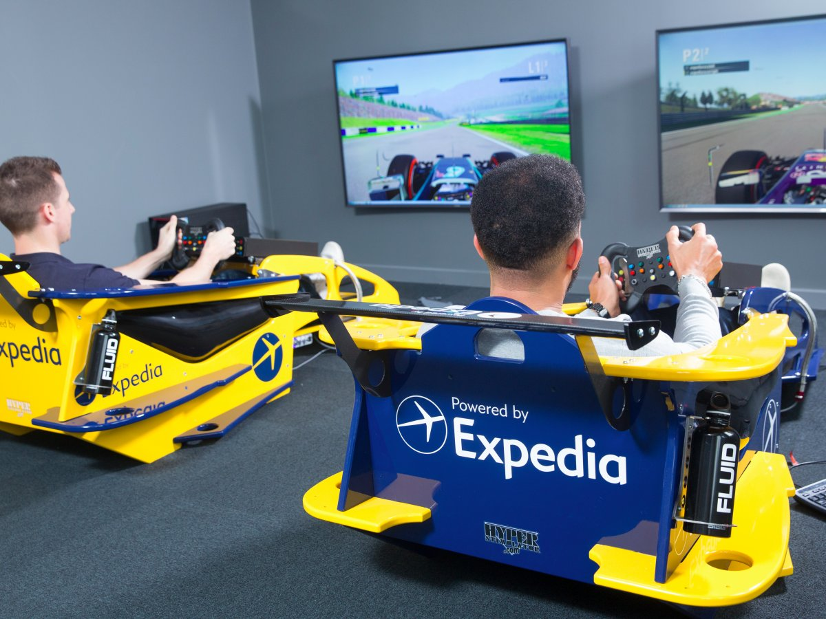 5more-rare-is-the-opportunity-to-play-on-the-formula-one-simulators