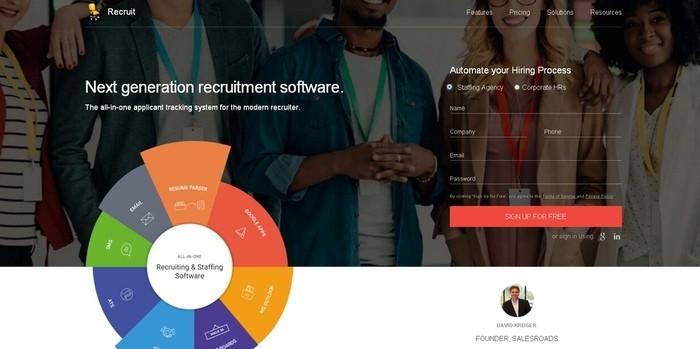 Zoho Recruit — это онлайн-сервис для полноценного отслеживания претендентов для работы.