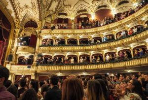 мотивация и развитие персонала, посещение театра