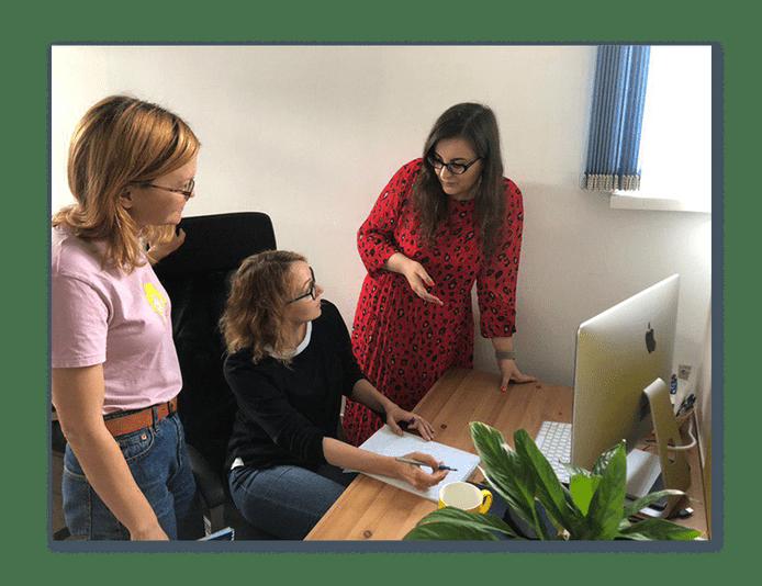 Менеджер и методологи за обсуждением проекта