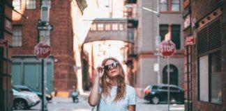 Как девушкам стать более заметными на своих позициях в компании