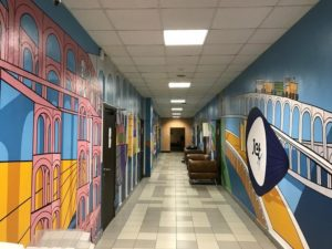 работы по благоустройству офиса продолжаются: стены и кабинеты всех этажей компании постепенно становятся ярче, образнее и свободнее.